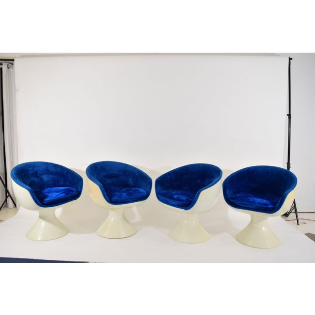 Four Space Age Style Bubble Chairs in Blue Velvet by Chromecraft - Image 3 of 7