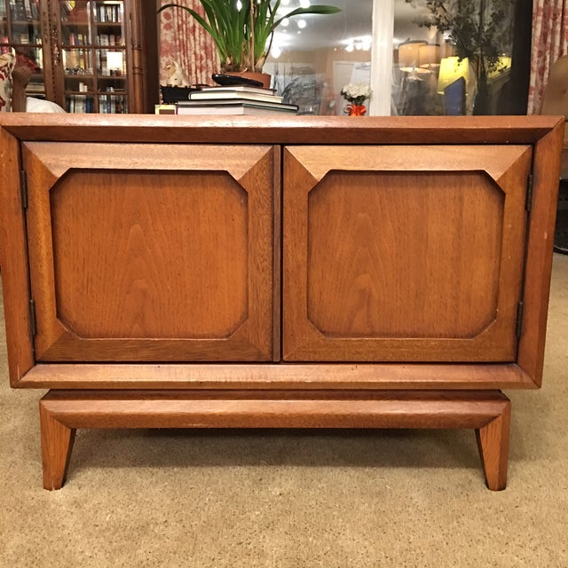 Broyhill Mid-Century Premier Facet Nightstands - A Pair - Image 2 of 4