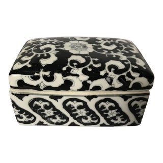 Black and White Chinese Porcelain Box