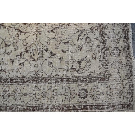 Vintage Handwoven Turkish Beige Oushak Floor Rug - 5′8″ × 8′6″ - Image 3 of 6