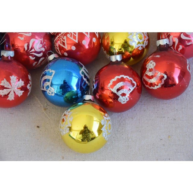 Vintage Colorful Christmas Ornaments withBox - Set of 10 For Sale In Los Angeles - Image 6 of 9