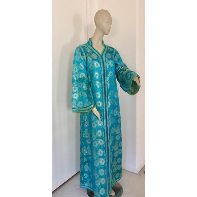 Moroccan Kaftan in Turquoise and Gold Floral Brocade Metallic Lame For Sale - Image 10 of 12