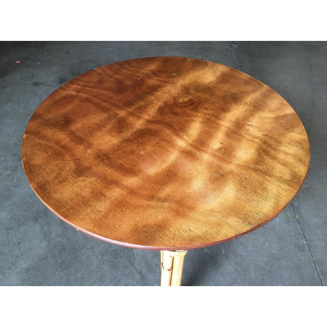 "1950s Restored Large Round ""X"" Base Rattan Coffee Table With Oak Top For Sale - Image 5 of 6"