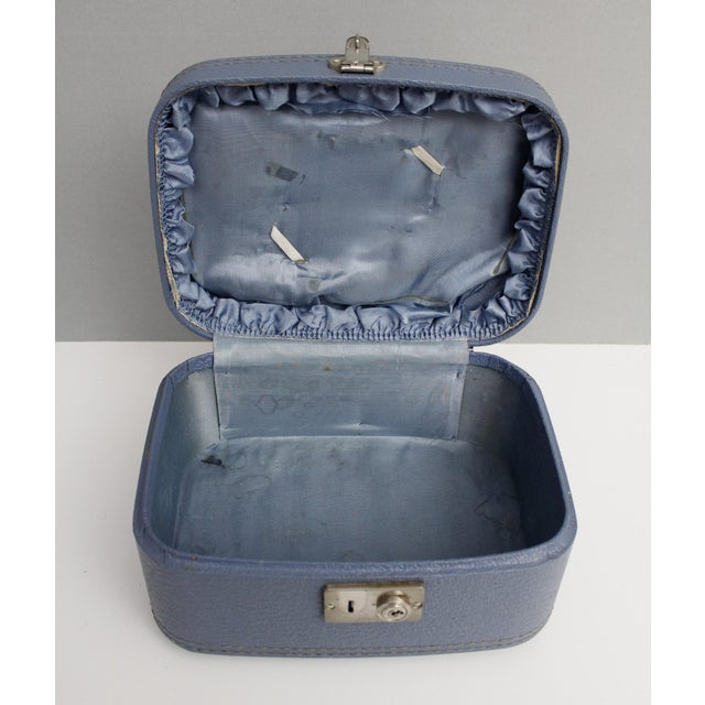 Vintage Blue Hardshell Train Case Suitcase Luggage Makeup Cosmetic Travel Case For Sale - Image 10 of 13