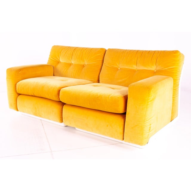 Mid-Century Modern Jack Cartwright for Founders Mid Century Sectional Fiberglass Sofa For Sale - Image 3 of 13