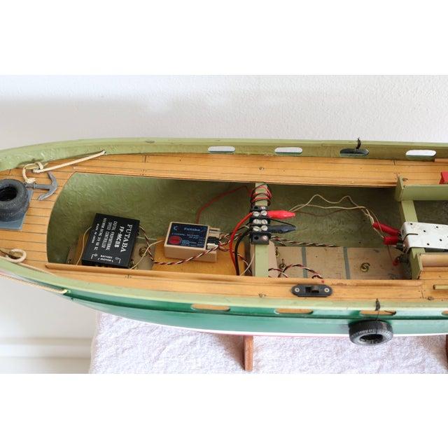 "Wood 1950s Artisan Carved Wood Boat Pa-Lan ""Cincinnati"" For Sale - Image 7 of 10"