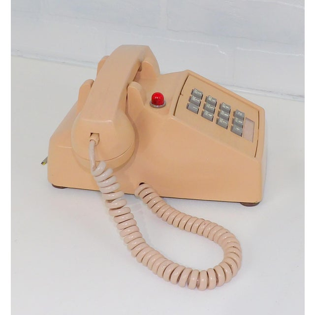 Great vintage phone from the 1980's. Dated 1983 on the back panel. Made by ITT. Overall great condition. A few scuffs....