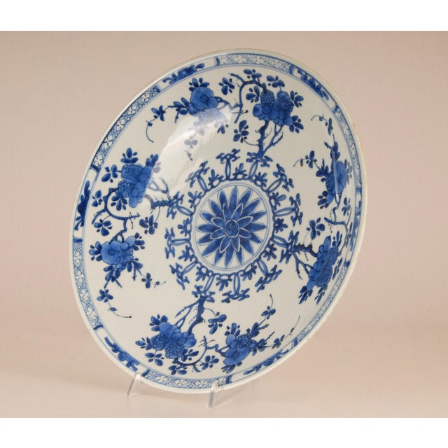 Chinese 17th Century Antique Chinese Ming Porcelain Blue and White Deep Charger Bowl For Sale - Image 3 of 12