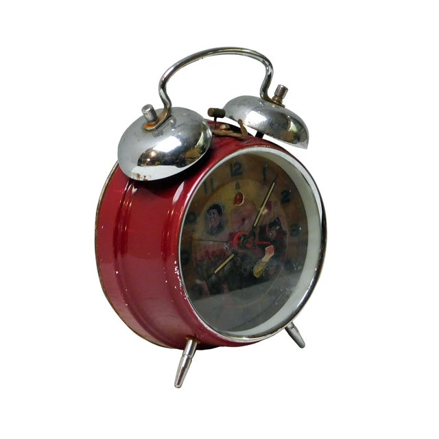 Round shape old table clock with Chairman Mao facial painting, the external of the clock is in good condition, but the...