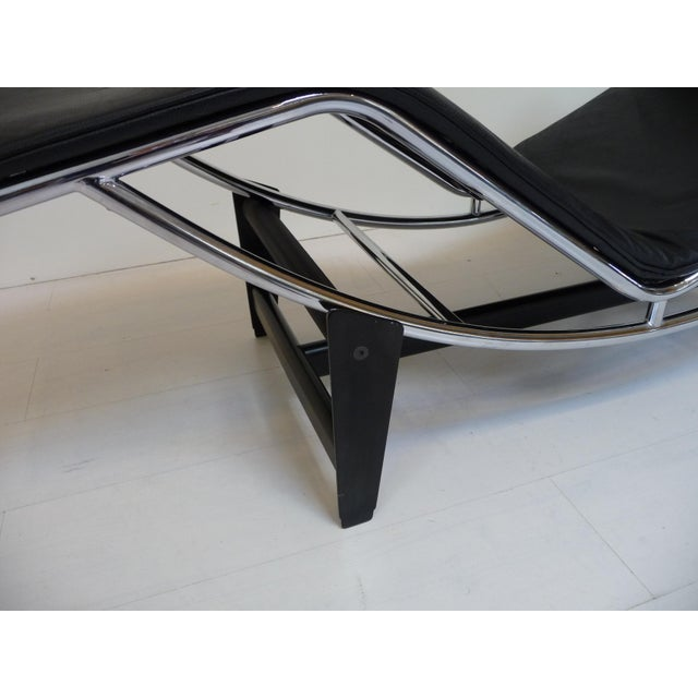 Lc4 Style Black Leather Chaise Lounge in the Style of Le Corbusier For Sale In Los Angeles - Image 6 of 8