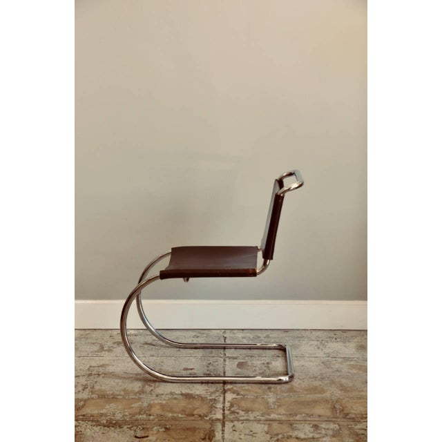 Modern Set of Four Classic Thick Leather and Chrome Mr Chairs by Mies Van Der Rohe For Sale - Image 3 of 10