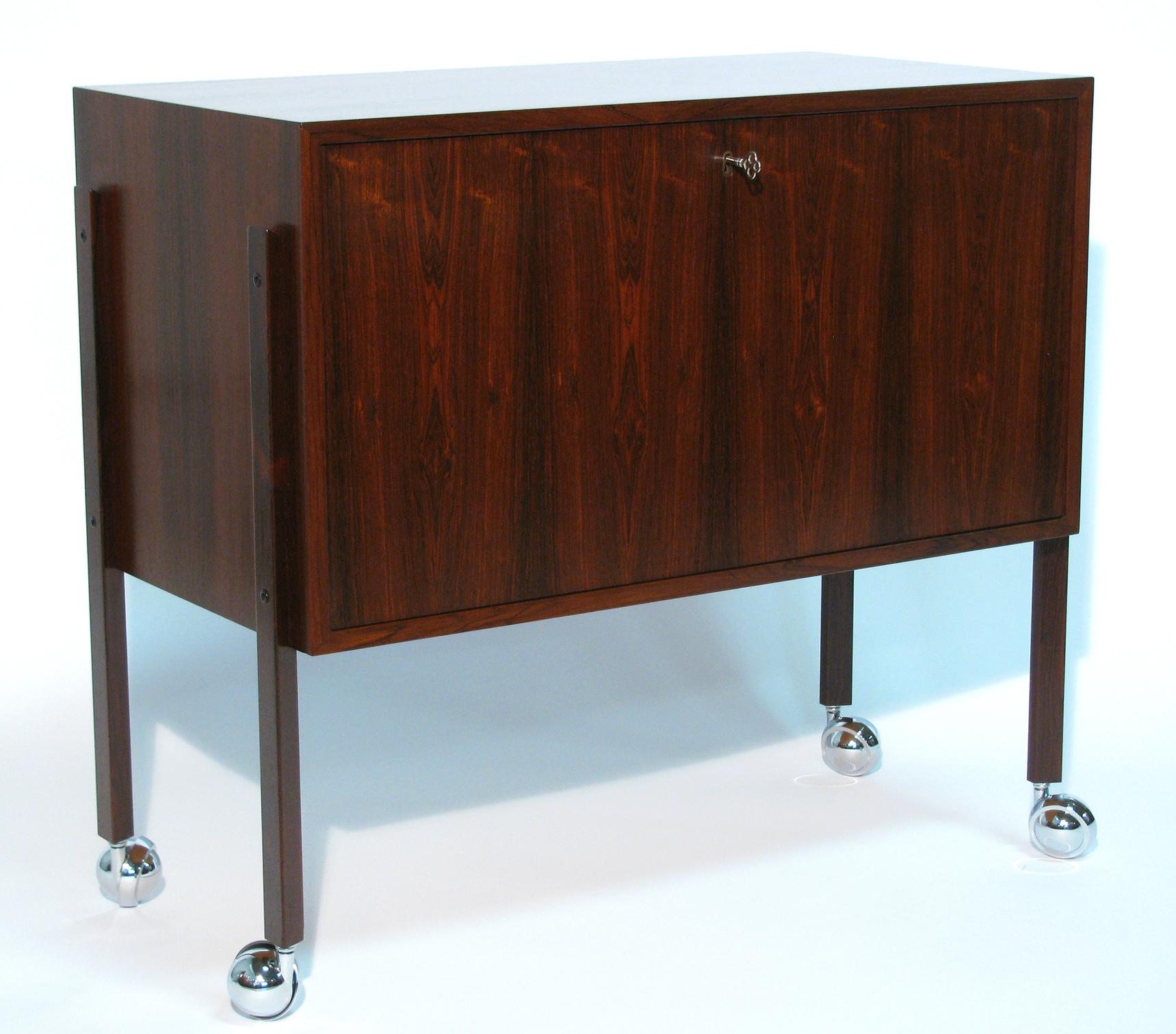 Charmant Danish Modernist Rosewood Lockable Bar Cabinet For Sale   Image 4 Of 9