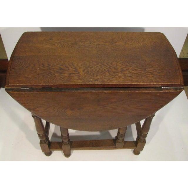 English 1920s Edwardian Drop Leaf Oak Table For Sale - Image 3 of 6