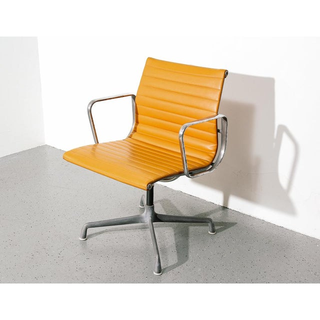Mid-Century Modern Vintage Eames Aluminum Group Chair in Orange For Sale - Image 3 of 11