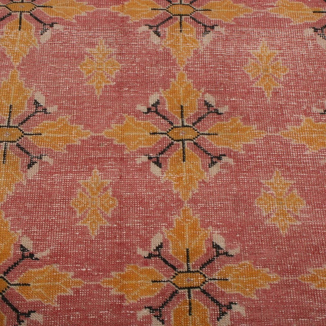1950s Vintage Mid-Century Pink and Gold Wool Rug-4′3″ × 7′7″ For Sale - Image 5 of 9