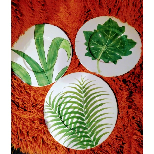 Italian Set of 3 Large Italian Vietri Hand Painted Tropical Decorative Leaf, Fern Palm Wall Plates For Sale - Image 3 of 7