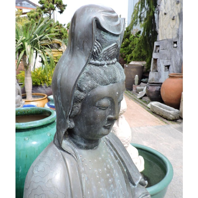 Art Deco Immaculate Bronze Statue of Quan Yin, the Goddess of Mercy and Compassion For Sale - Image 3 of 9
