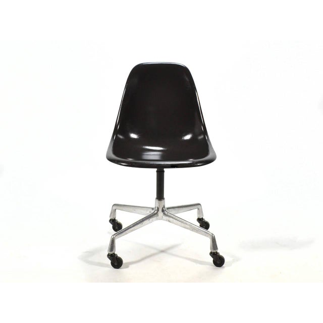 Mid-Century Modern Eames PSC Fiberglass Side Chairs by Herman Miller, Set of 12 or More For Sale - Image 3 of 7