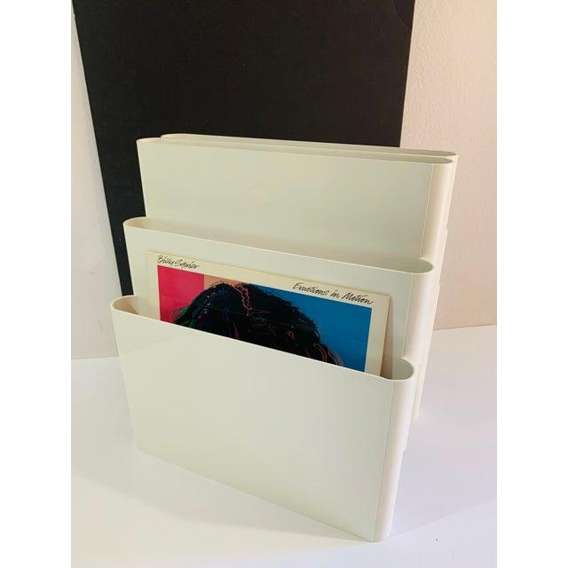 White 1970s Giotto Stoppino for Kartell Magazine Rack Record Album Holder For Sale - Image 8 of 9