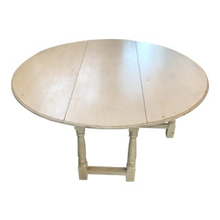 1990s Shabby Chic Natural Wood Round Dinning Table For Sale