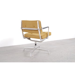"1960s Vintage Charles Eames Designed ""Intermediate"" Chair Preview"