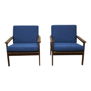 "Danish Mid Century Pair of Illum Wikkelsø Lounge Chairs - ""Vágar"" For Sale"