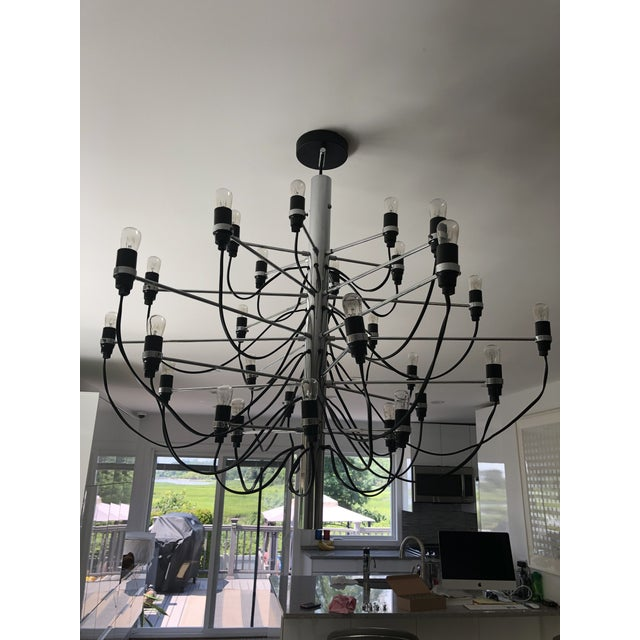 Flos 2097 Modern Mid Century Chandelier by Sarfatti Chrome 30 Mint Condition For Sale In New York - Image 6 of 7