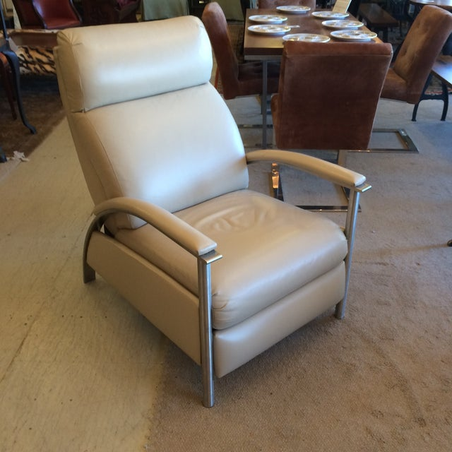 Sleek Leather Recliner Chair - Image 5 of 5
