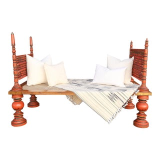 Antique Colonial Indian Spindle Daybed For Sale