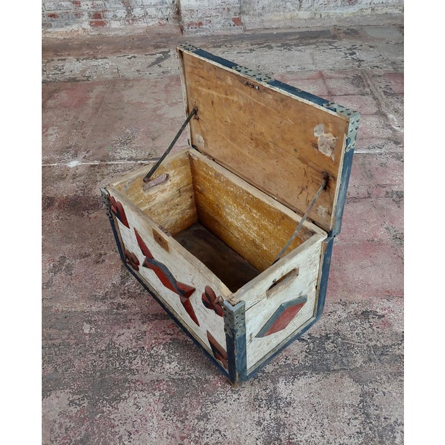 Paint 19th Century Americana Painted Trunk For Sale - Image 7 of 10