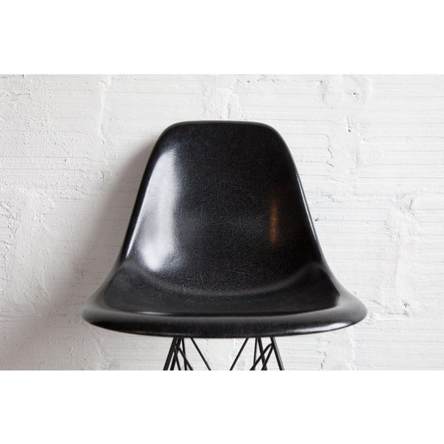Industrial 1950s Mid-Century Modern Charcoal Side Shell on Eiffel Base For Sale - Image 3 of 5