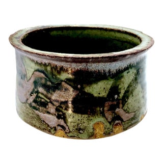 1980s Boho Chic Mottle Drip Glaze Signed Studio Pottery Cachepot / Bowl For Sale