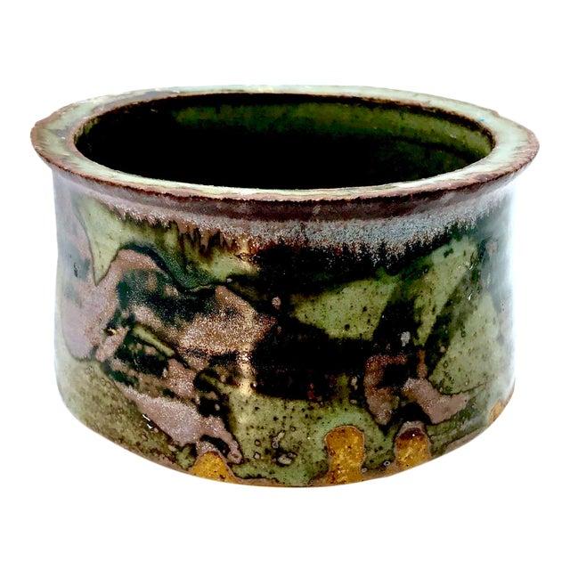 1980s Boho Chic Mottle Drip Glaze Signed Studio Pottery Cachepot / Bowl For Sale