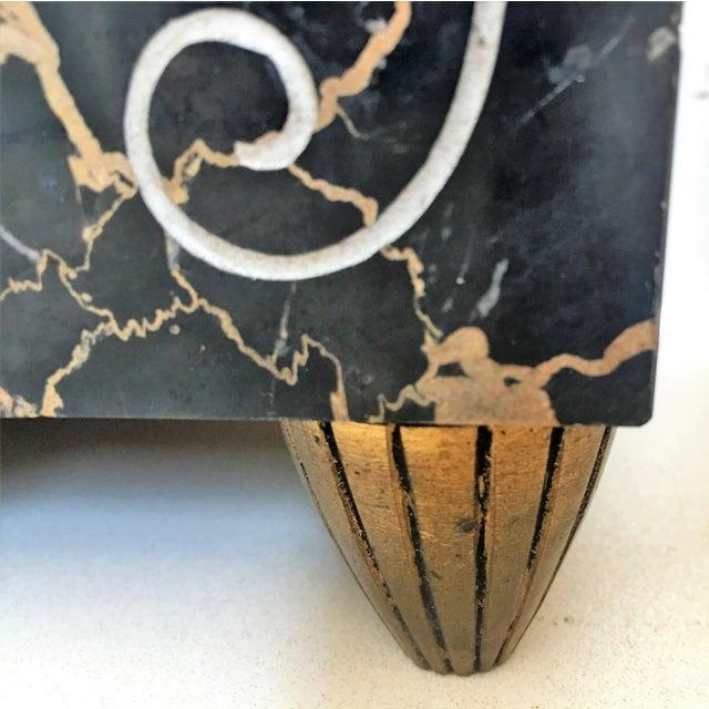 Gold 1920s Vintage Art Deco Marble Mantel French Bronze Clock & Garnitures - Set of 3 For Sale - Image 8 of 8