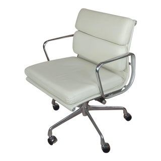 "Herman Miller ""Soft Pad"" Management Chair with Vicenza Cream Leather For Sale"