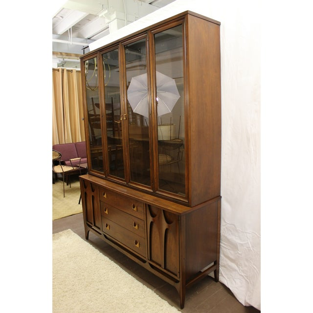 Broyhill Mid Century Modern Broyhill Brasilia China Cabinet For Sale - Image 4 of 9