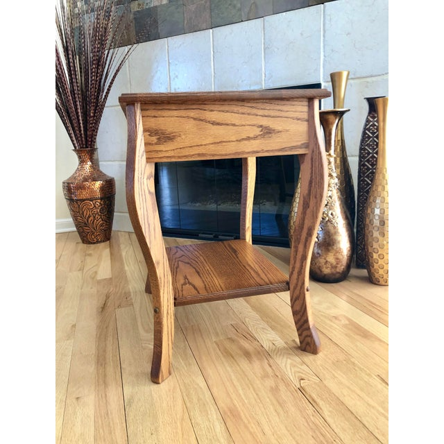 1990s Amish Crafted Transitional Chairside Table For Sale - Image 4 of 13