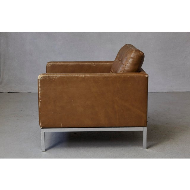 H. G. Knoll and Associates Florence Knoll Tan Leather Button Tufted Lounge Chair, 1970s For Sale - Image 4 of 12