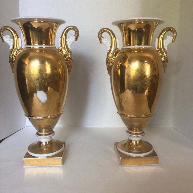 French Set of Two 19th Century French Old Paris Porcelain Vases For Sale - Image 3 of 12