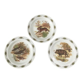 Early 20th Century Decorative Wall Plates Depicting Hunting Scenes-A Set of 3 For Sale
