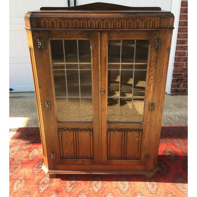 Great Art Deco look on this carved oak leaded glass Bookcase. Nice condition! Great for a library or bedroom.