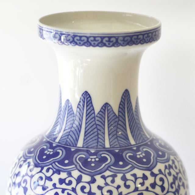 Blue & White Korean Vases - a Pair For Sale - Image 4 of 4