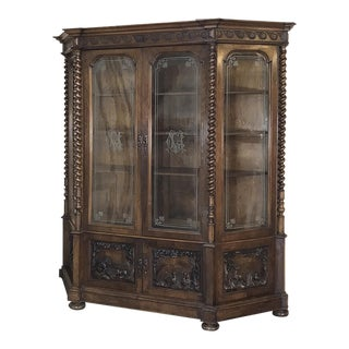 Grand 19th Century Italian Renaissance Walnut Bookcase For Sale