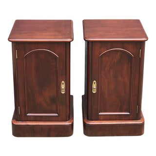 Early 20th Century English Mahogany Nightstands - a Pair For Sale