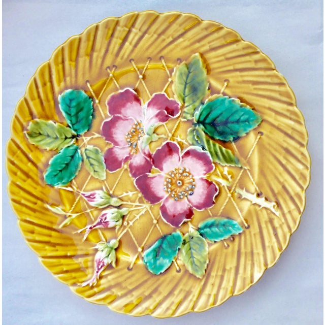 Art Nouveau 19th Century Art Nouveau De Sarreguemines Majolica Wild Rose Ceramic Plate For Sale - Image 3 of 3