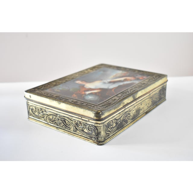 Neoclassical Vintage Italian Pagani Lecco Biscuit Tin With 18th-Century Aristocrat Portrait For Sale - Image 3 of 9