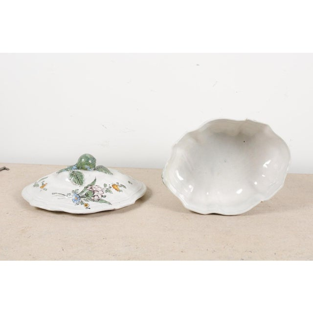 1750s Mid 18th Century French Faience Soup Tureen For Sale In Atlanta - Image 6 of 13