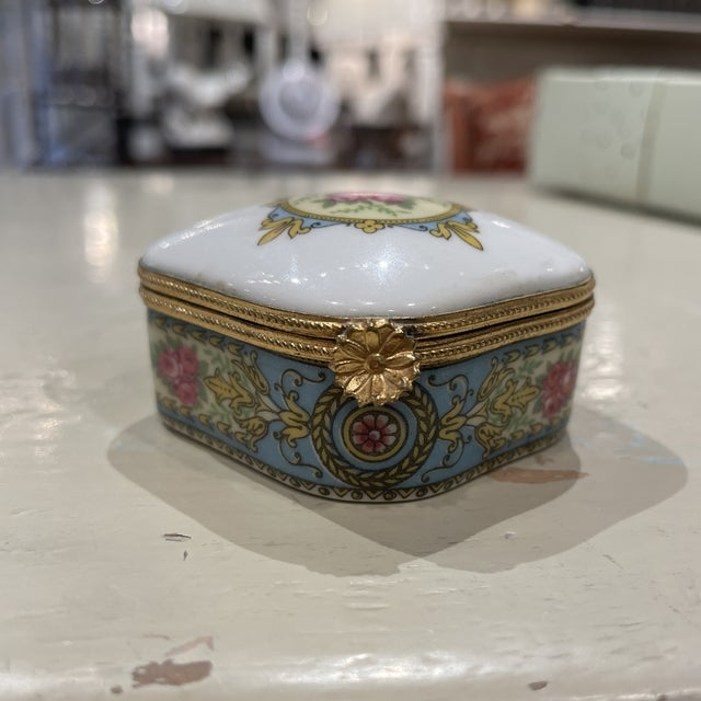 French 1950s Limoges France Porcelain Box For Sale - Image 3 of 7