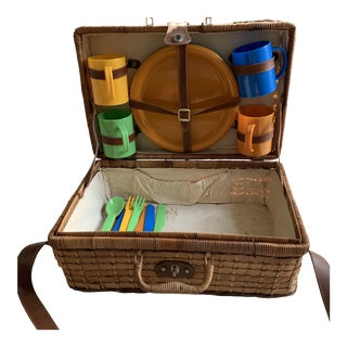 1970s Vintage Picnic Basket For Sale