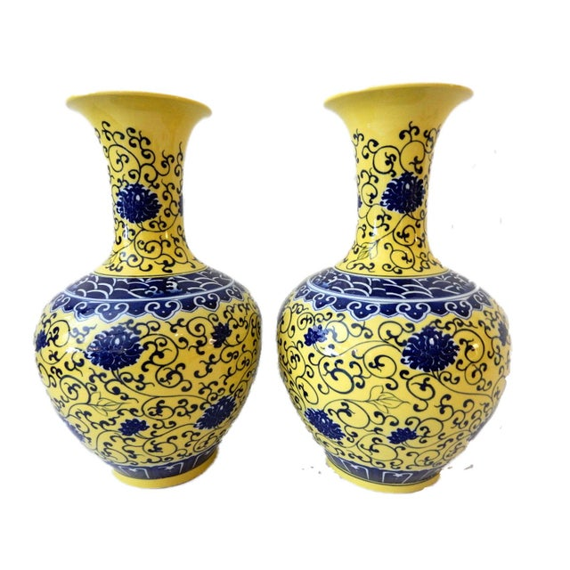 Ceramic Famille Jaune Porcelain Onion Shape Pair of vases For Sale - Image 7 of 8